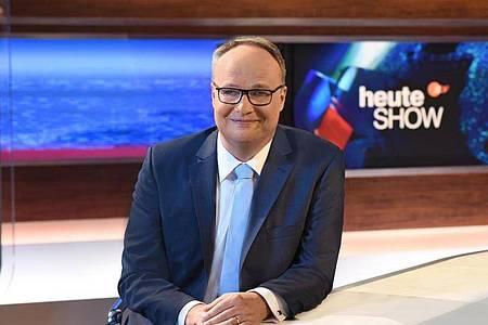 Oliver Welke führt durch die «heute show». Foto: Sascha Baumann/ZDF/dpa