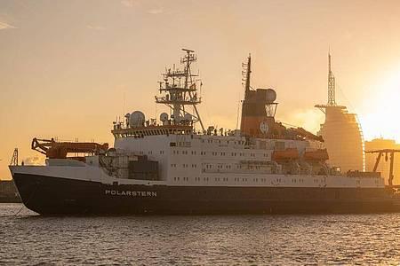 """Die """"Polarstern"""" kehrt nach einjähriger Expedition nach Bremerhaven zurück. Foto: Mohssen Assanimoghaddam/dpa"""