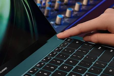 Praktisch: Im Ein-Aus-Schalter des Huawei Matebook X Pro ist gleich auch noch ein Fingerabdrucksensor untergebracht. Foto: Huawei/dpa-tmn