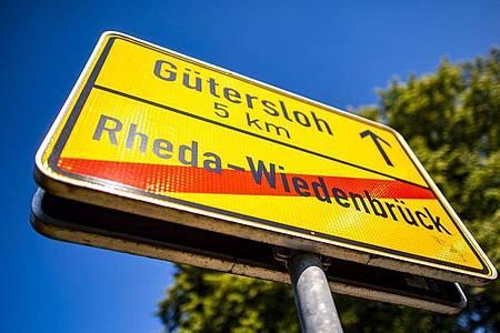 Der Kreis Gütersloh ist der einzige Kreis in Deutschland oberhalb der Marke von «50 auf 100.000». Foto: David Inderlied/dpa