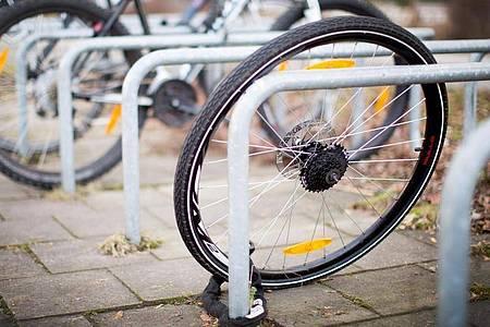 Der Polizeilichen Kriminalstatistik zufolge wurden im vergangenen Jahr bundesweit 271.500 Fahrräder gestohlen, die Aufklärungsquote lag bei 9,2 Prozent. Foto: Martin Gerten/dpa