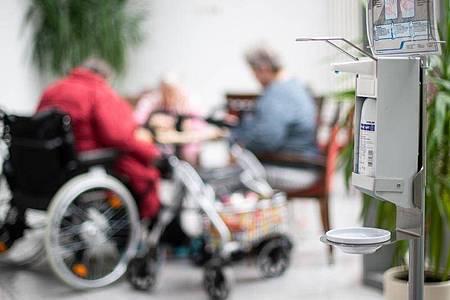 Im Heinsberger Altenzentrum der Arbeiterwohlfahrt gibt es derzeit eine eingeschränkte Besucherregelung. Foto: Jonas Güttler/dpa