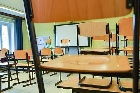 Wenn die Schule geschlossen ist:Radio- und TV-Sender bieten viele Lern-Alternativen. Foto: Patrick Pleul/dpa-Zentralbild/dpa