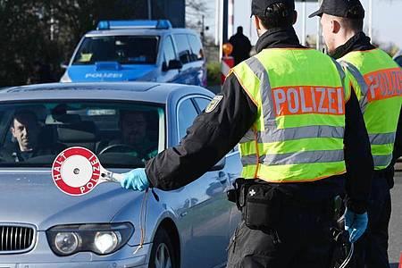 Kontrollen am deutsch-französischen Grenzübergang in Kehl Mitte März. Foto: Uli Deck/dpa
