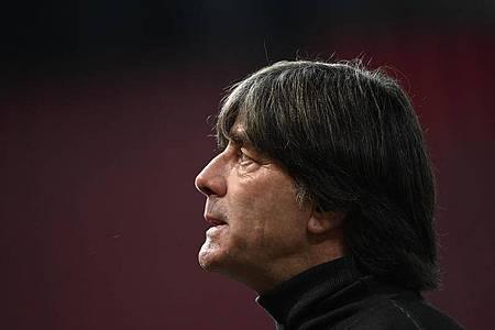 Hat die Startelf für das Spiel gegen die Schweiz noch umgestellt: Bundestrainer Joachim Löw. Foto: Federico Gambarini/dpa