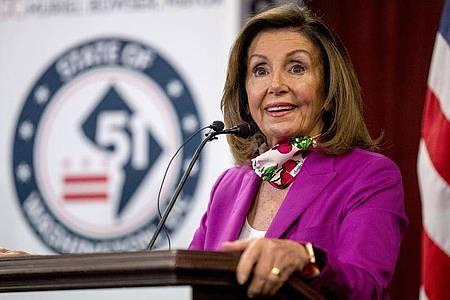 Die Sprecherin des US-Repräsentantenhauses, Nancy Pelosi, spricht bei einer Pressekonferenz. Foto: Andrew Harnik/AP/dpa