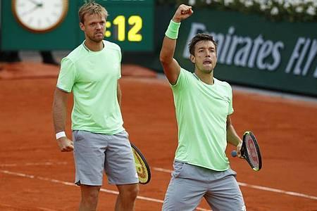 Kevin Krawietz (l) und Andreas Mies gewannen 2019 die French Open. Foto: Pavel Golovkin/AP/dpa