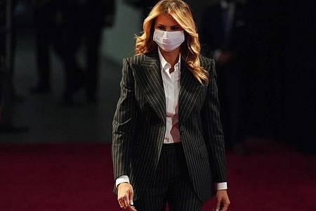 Schlägt nach ihrer Corona-Erkrankung andere Töne an als ihr Mann: First Lady Melania Trump. Foto: Julio Cortez/AP/dpa