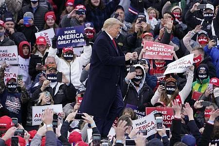 Donald Trump vor Anhängern in Muskegon County. Foto: Carlos Osorio/AP/dpa