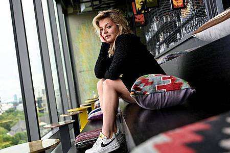 Annett Louisan setzt auf viel Gefühl. Foto: Britta Pedersen/dpa-Zentralbild/dpa