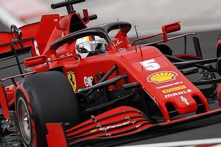 Sebastian Vettel vom Team Ferrari lenkt sein Auto während des Qualifyings auf der Hungaroring-Rennstrecke. Foto: Leonhard Foeger/Pool Reuters/AP/dpa