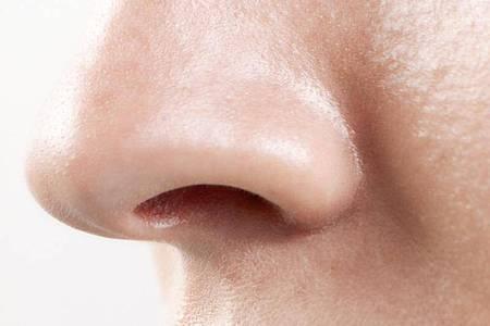 Lädt manchen zum Bohren ein, bleibt aber lieber vom Finger unberührt: das Nasenloch. Foto: Westend61/dpa-tmn