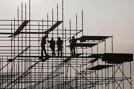 Die Bundesregierung will der rezessionsgeplagten Wirtschaft in der Corona-Krise mit einem milliardenschweren Konjunkturprogramm auf die Beine helfen - doch die Details sind umstritten. Foto: Christian Charisius/dpa