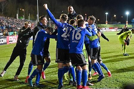 Der FC Saarbrücken baut gegen Bayer Leverkusen auf die eigene Unberechenbarkeit und die Stärke im Elfmeterschießen. Foto: Oliver Dietze/dpa