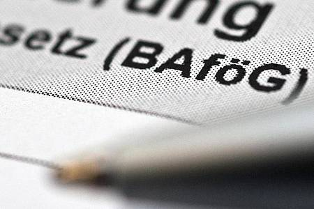Ein neues Online-Portal soll den Bafög-Antrag erleichtern. Foto: Andrea Warnecke/dpa-tmn