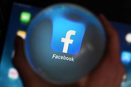 Facebook benutzt das Programm Photo-DNA in all seinen Apps «um bekanntes Kindesmissbrauchsmaterial zu finden und es schnell zu löschen». Foto: Uli Deck/dpa