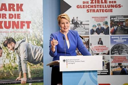 Familienministerin Franziska Giffey präsentiert die Gleichstellungsstrategie «Stark für die Zukunft». Foto: Britta Pedersen/dpa-Zentralbild/dpa