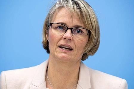 Bundesbildungsministerin Anja Karliczek (CDU) gegen flächendeckende Schulschließungen. Foto: Bernd von Jutrczenka/dpa