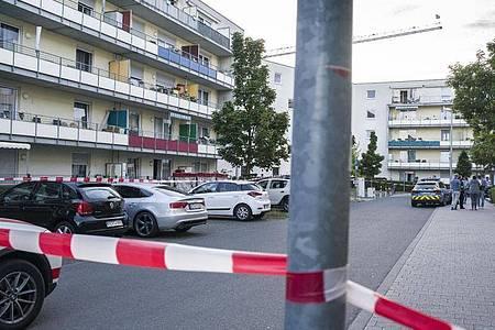 Der Tatort im Mainzer Stadtteil Gonsenheim ist weiträumig abgesperrt. Foto: Frank Rumpenhorst/dpa