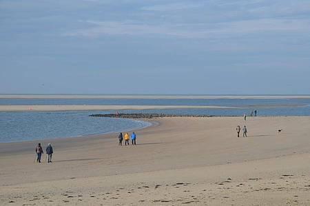 Der weite Strand der Insel Borkum. Foto: Andreas Heimann/dpa