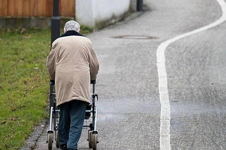 Das höchste Armutsrisiko hatten die älteren Menschen vergangenes Jahr im Saarland mit einer Quote von 18,4 Prozent, gefolgt von Rheinland-Pfalz mit 17,8 und Bayern mit 17,5 Prozent. Foto: Armin Weigel/dpa