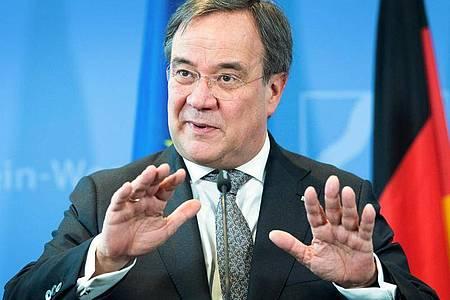 Ruft die Bürger zu Rücksichtnahme und Gemeinsinn auf: Nordrhein-Westfalens Ministerpräsident Armin Laschet. Foto: Federico Gambarini/dpa