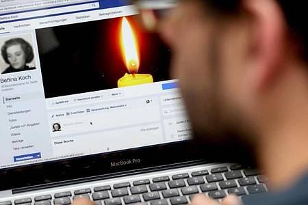 Facebook versetzt das Konto eines verstorbenen Nutzers in einen sogenannten Gedenkzustand. Foto: Sebastian Willnow/dpa-tmn
