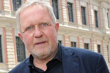 Harald Krassnitzer hat sich beim Studium von Gesetzestexten nicht gelangweilt. Foto: Ursula Düren/dpa