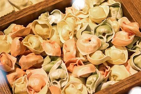 Frische Tortelloni können Sie einfach, schnell und lecker zubereiten. Foto: Christin Klose/dpa-tmn