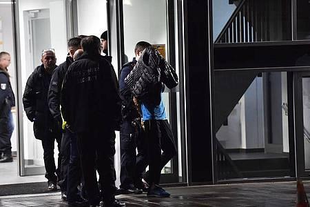 Nach der Messerattacke in der privaten Schlosspark-Klinik kommt es zur Festnahme. Foto: Paul Zinken/dpa