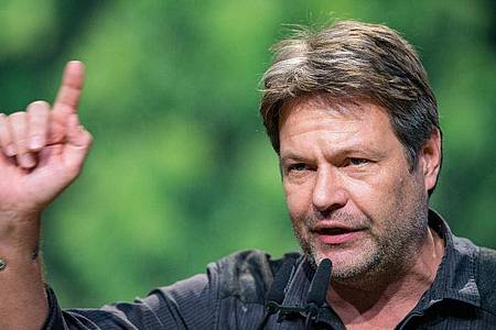 Robert Habeck, Bundesvorsitzender von Bündnis 90/Die Grünen, will 2021 als Abgeordneter in den Bundestag einziehen. Foto: Guido Kirchner/dpa