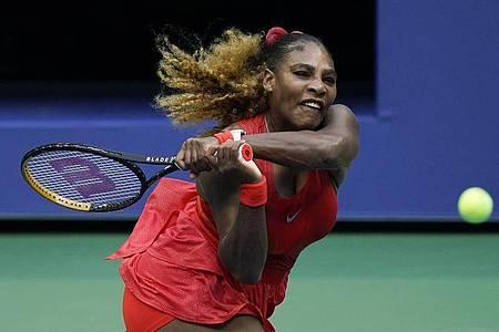 Serena Williams erreicht die zweite Runde. Foto: Seth Wenig/AP/dpa