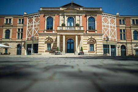 Das Richard-Wagner-Festspielhaus in Bayreuth bleibt in diesem Sommer verwaist. Foto: Daniel Karmann/dpa