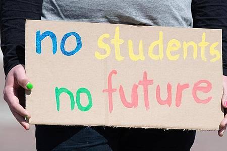 Der Staat hat in den vergangenen Monaten insgesamt rund 60 Millionen Euro sogenannter Überbrückungshilfe an Studenten gezahlt, die wegen Corona in eine finanzielle Notlage geraten sind. Foto: Sebastian Kahnert/dpa-Zentralbild/ZB