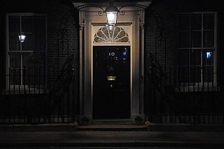 10 Downing Street, Amtssitz des Premiers, nachdem Boris Johnson vorsorglich ins Krankenhaus gebracht wurde. Foto: Kirsty O`connor/PA Wire/dpa
