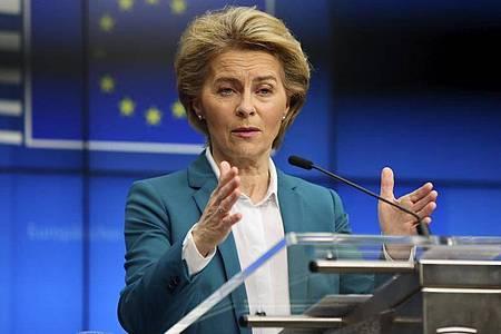 Ursula von der Leyen (CDU), Präsidentin der Europäischen Kommission, während einer Videokonferenz mit den Staats- und Regierungschefs der G7. Foto: Olivier Matthys/AP/dpa