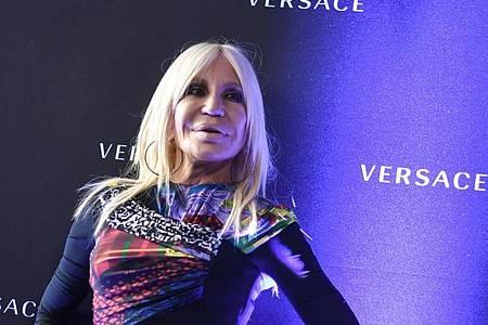 Donatella Versace wird 65. Foto: Jens Kalaene/dpa-Zentralbild/dpa