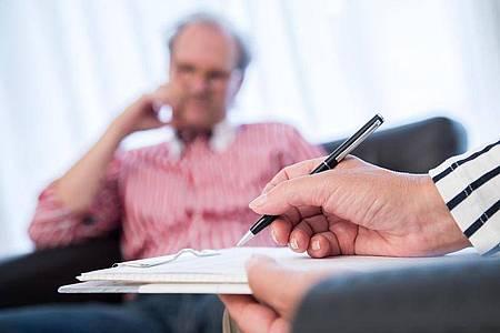 Wer eine Psychotherapie aus eigener Tasche bezahlt, muss mit rund 90 Euro pro Sitzung rechnen. Foto: Christin Klose/dpa-tmn