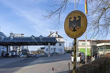 Deutschland führt Kontrollen am Grenzübergang zur Schweiz ein. Foto: Georgios Kefalas/KEYSTONE/dpa