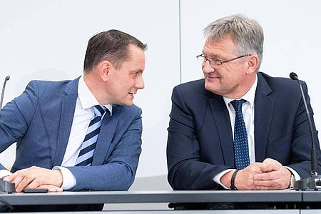 Tino Chrupalla (L) und Jörg Meuthen bei einer Veranstaltung Ende 2019 in Braunschweig. Foto: Sina Schuldt/dpa