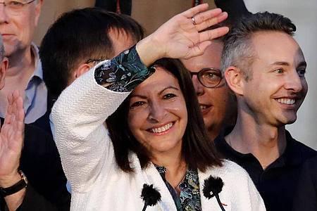 Amtsinhaberin Anne Hidalgo ist als Bürgermeisterin von Paris wiedergewählt worden. Foto: Christophe Ena/AP/dpa