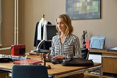 Romy Heiland (Christina Athenstädt) ist als Anwältin mittlerweile sehr gut ausgelastet. Foto: ARD/Hardy Spitz/dpa
