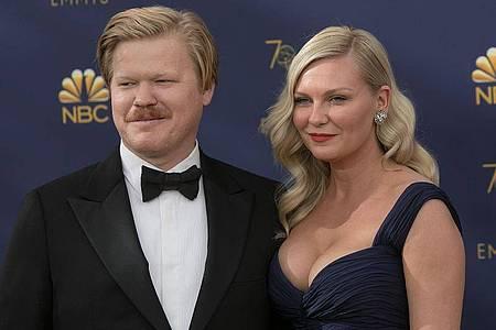Kirsten Dunst mit ihrem Ehemann Jesse Plemons 2018 bei den Emmy Awards. Foto: Javier Rojas/Prensa Internacional via ZUMA/dpa