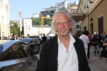 Literaturnobelpreisträger Peter Handke kommt zur Eröffnungs-Premiere. Foto: Franz Neumayr/APA/dpa
