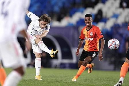 Konnte Reals Niederlage gegen Donezk nicht verhindern: Torschütze Luka Modric (l). Foto: Manu Fernandez/AP/dpa