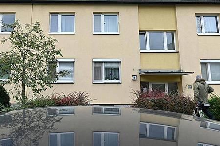 Das Wiener Mehrfamilienhaus, in dem es zu der Tat gekommen sein soll. Foto: Gunther Lichtenhofer/APA/dpa