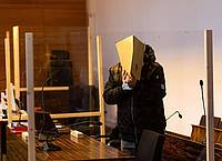 Der Angeklagte steht im Saal IV des Freiburger Landgerichts. Foto: Philipp von Ditfurth/dpa