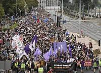 Demonstranten protestieren gegen die Entlassung des Chefredakteurs der ungarischen Nachrichtenwebsite Index.hu. Foto: Zsolt Szigetvary/MTI/AP/dpa