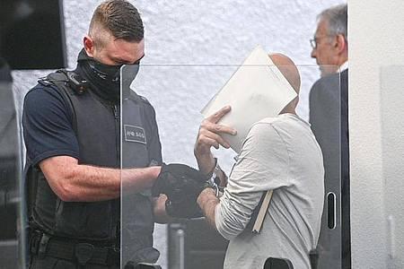 Der Verurteilte muss für 14 Jahre ins Gefängnis. Foto: Sebastian Gollnow/dpa