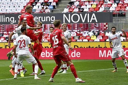 Marvin Friedrich (oben links) brachte Union Berlin mit seinem Tor in Köln auf die Siegerstraße. Foto: Martin Meissner/AP/Pool/dpa
